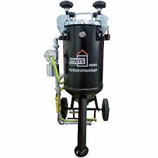 Niskociśnieniowy agregat piaskujący o regulowanych parametrach pracy, przeznaczony do użytku ze ścierniwami od miękkich do średnio twardych. Dzięki zastosowaniu specjalnej turbiny Rotec wytwarzany jest wirujący strumień czyszczący, którym można bezpiecznie i delikatnie oczyszczać z zanieczyszczeń budowlanych i biologicznych nawet miękkie i zwietrzałe podłoża.